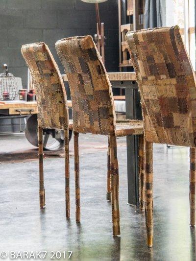 Chaise étiquette jeans en cuir
