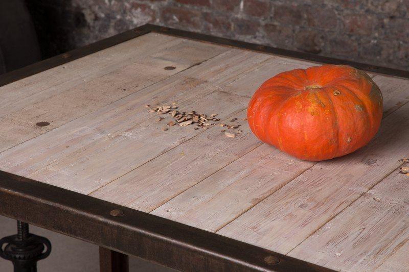 Table de salle manger industrielle finition rouille - Salle a manger industrielle ...
