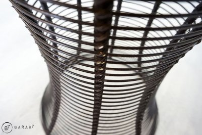 Tabouret tressé en métal et cuir
