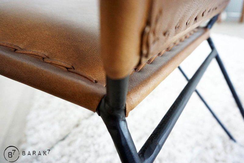 Chaise en cuir papillon