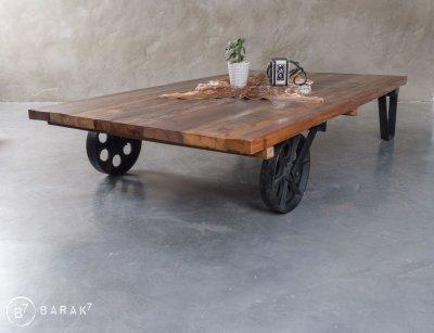 Table basse industrielle en bois recyclé