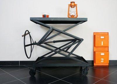 Table basse industrielle à manivelle