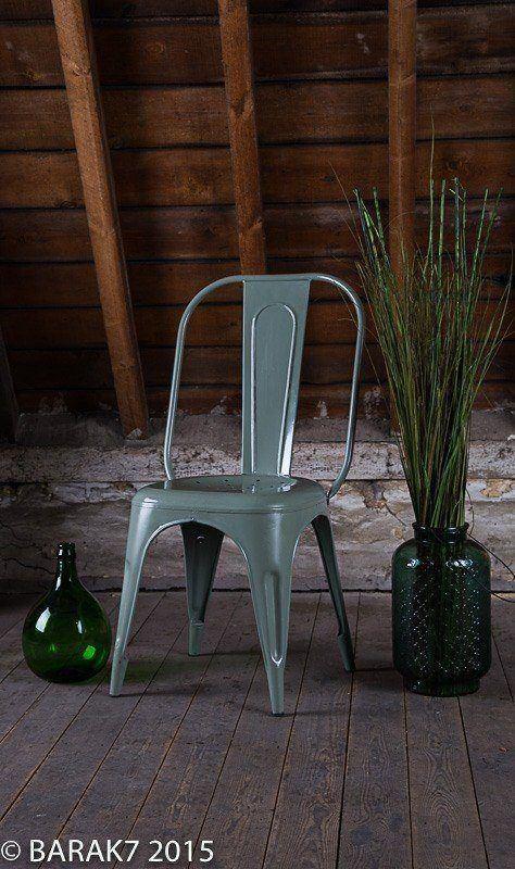 chaise industrielle metal kaki. Black Bedroom Furniture Sets. Home Design Ideas