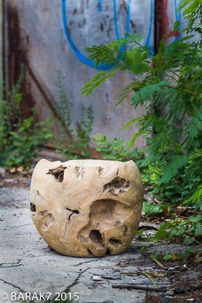 Tabouret boule Mowgli Urban Jungle en racine de teck