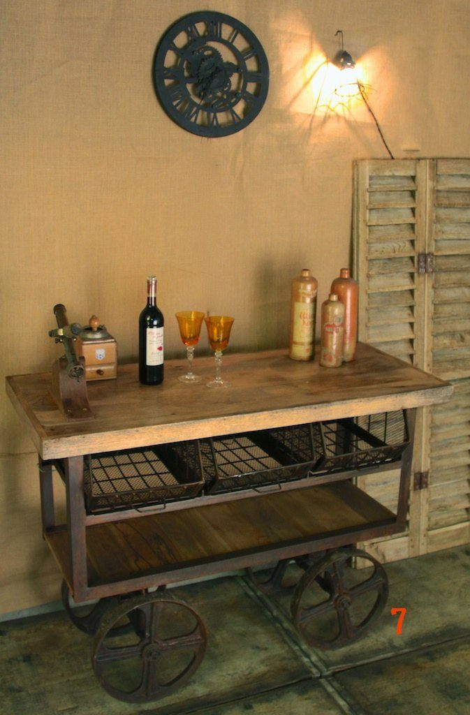 Industrial dessert trolley with rusty finish