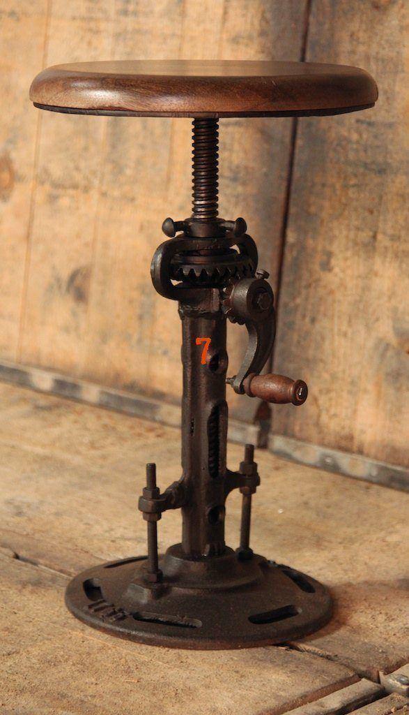 Extendible industrial stool
