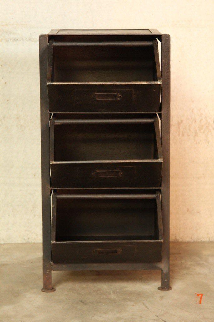Meuble industriel tiroirs petit meuble d 39 appoint for Meuble a tiroir sous bureau