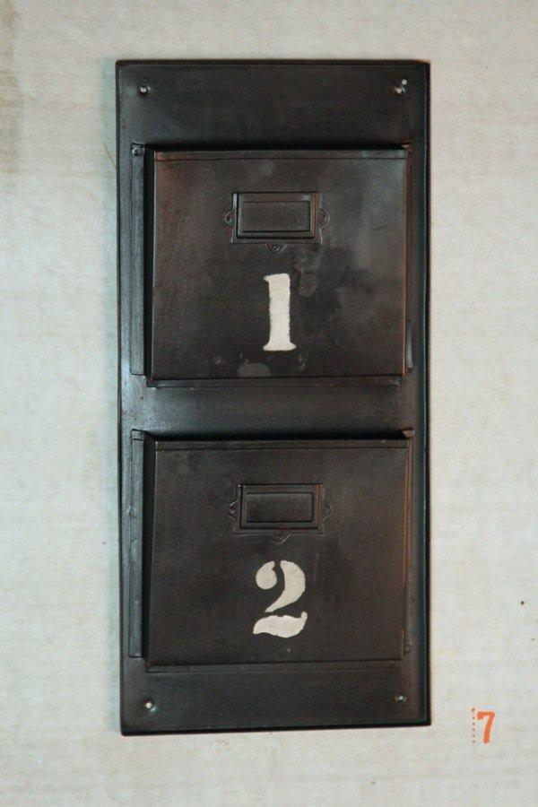 Industrial furniture black industrial magazine rack - Porte revue mural metal ...