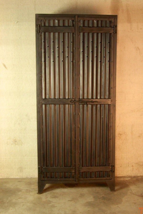 Industrial 2-door corrugated metal locker