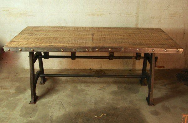 Extendible industrial table
