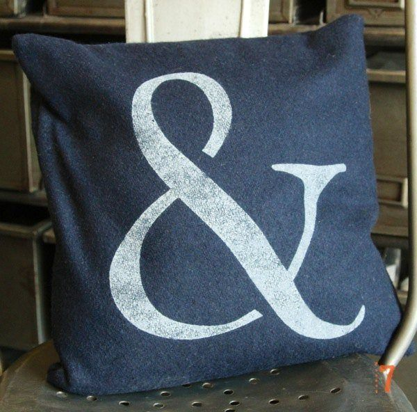 "Blue cushion printed with ""&"" motif"