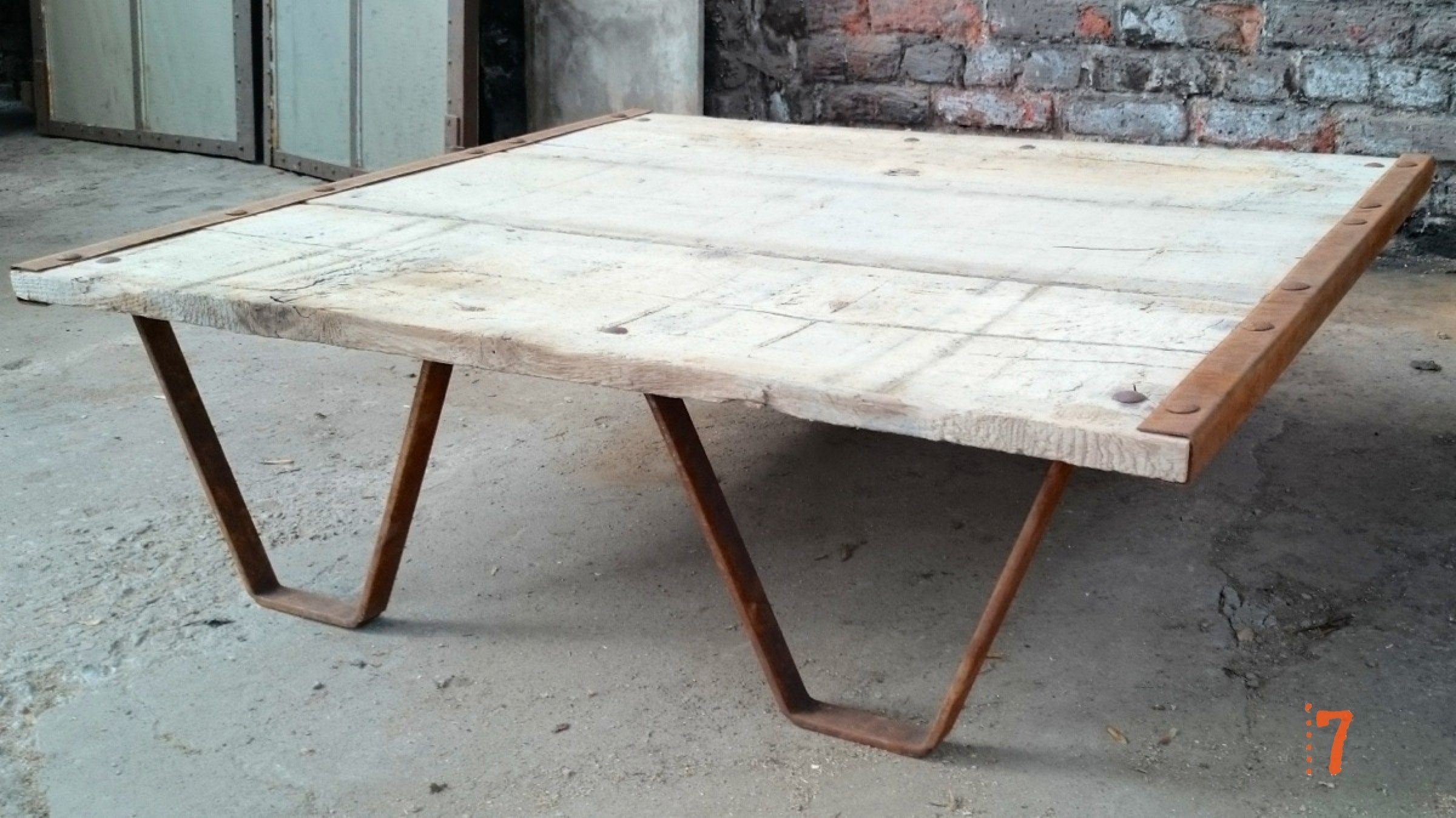 Industrial furniture solid wood garden coffee table - Table jardin en bois ...