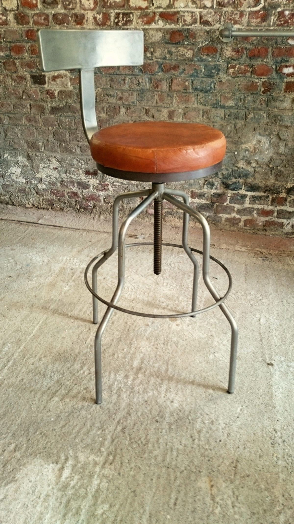 Industrial furniture industrial bar stool with backrest - Tabouret de bar avec dossier ...