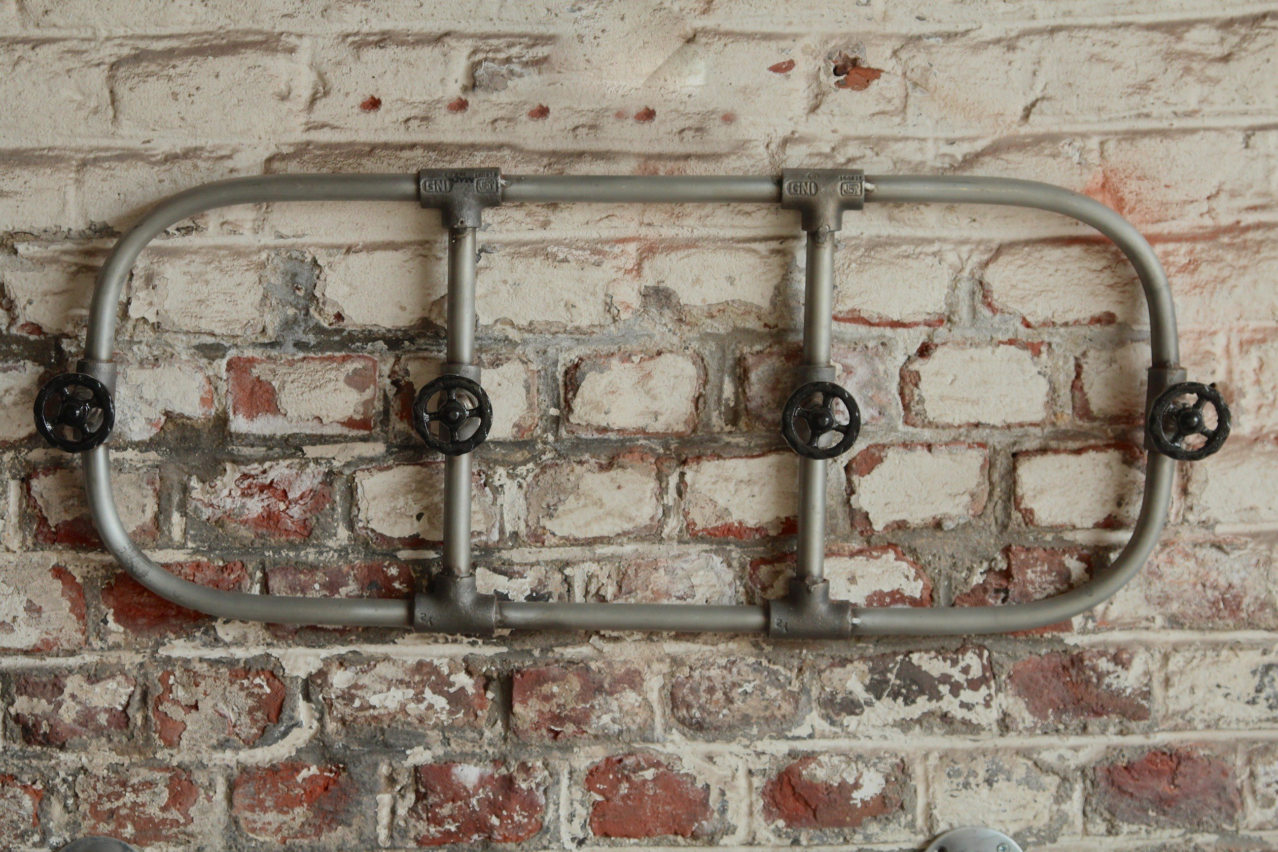 Industrial towel rail with taps