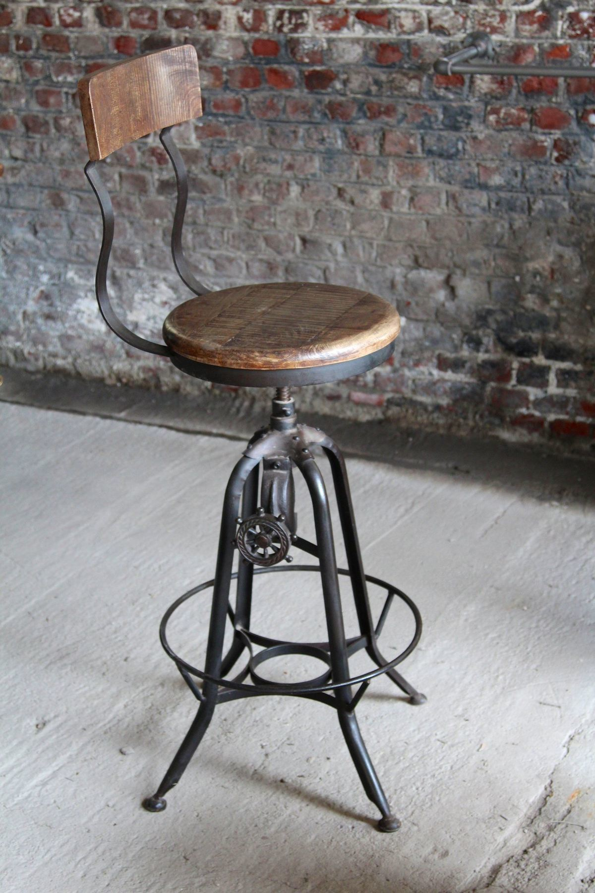 Industrial furniture industrial bar stool in wood and for Chaise fer et bois