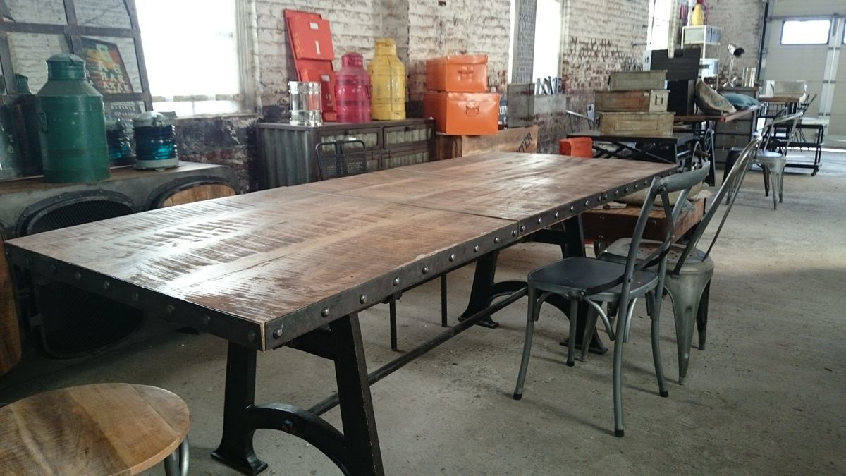 Salle a manger style industriel for Table a diner industrielle