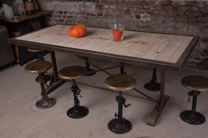 Industrial furniture industrial table with rust finish - Table salle a manger industriel ...