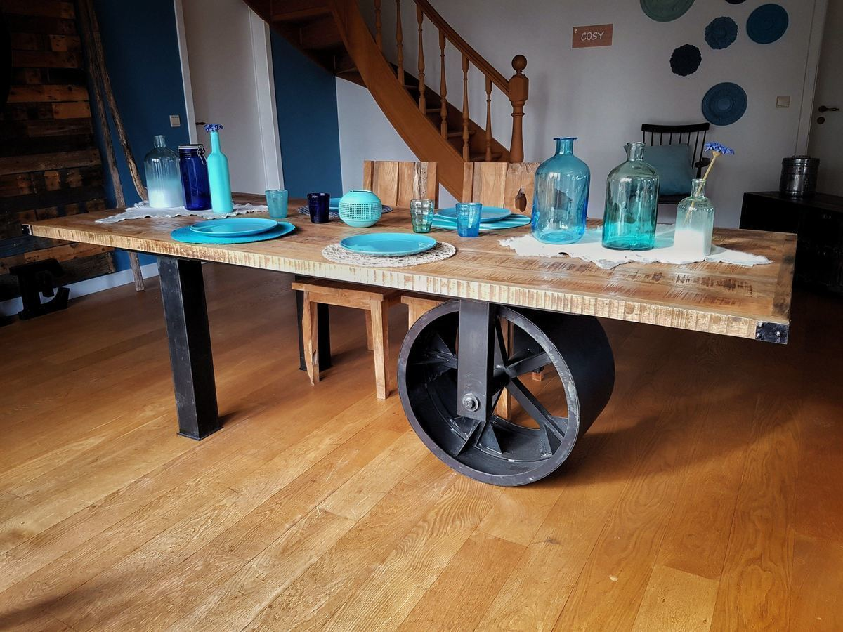 Industrial furniture industrial table with large black wheel barak 39 7 for Grande table industrielle