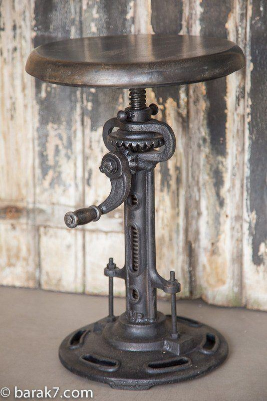 Extendible industrial stool