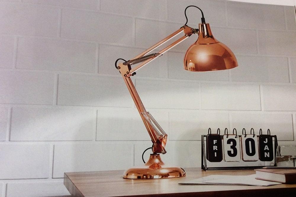 Comment utiliser une lampe d'architecte pour sublimer votre décoration ?