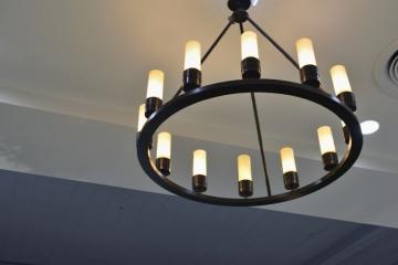 Les suspensions luminaires : pièces phares d'un intérieur industriel